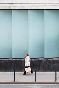 Femme rue bordeaux photo de rue